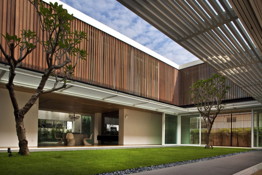 Enclosed Open House by Wallflower Architecture + Design (11)