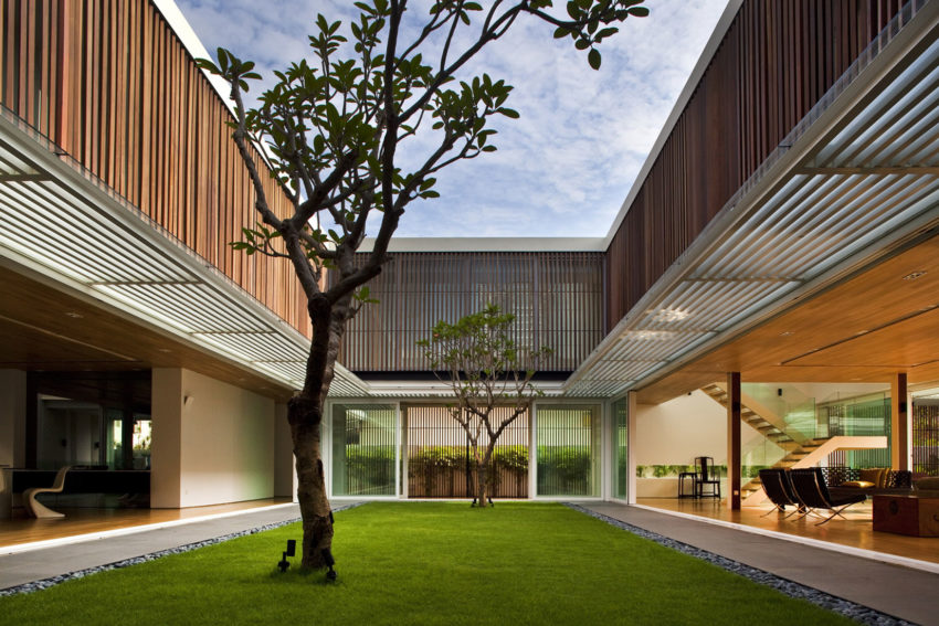 Enclosed Open House by Wallflower Architecture + Design (12)