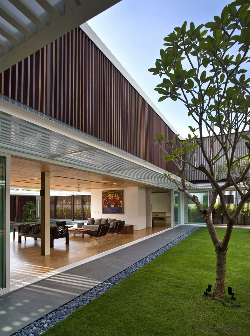 Enclosed Open House by Wallflower Architecture + Design (13)