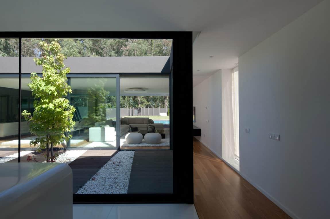 Fábio Coentrão House by António Fernandez Architects (4)