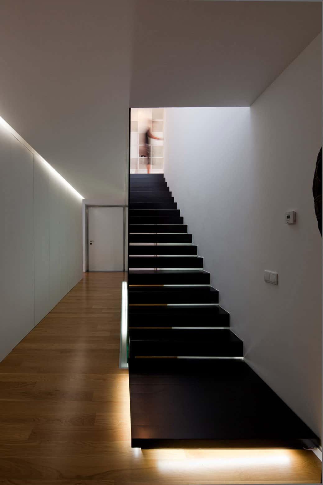 Fábio Coentrão House by António Fernandez Architects (8)