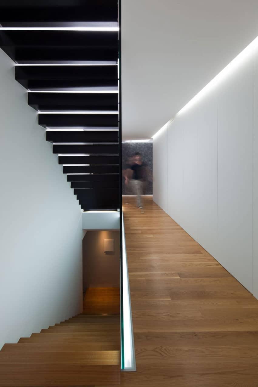 Fábio Coentrão House by António Fernandez Architects (9)