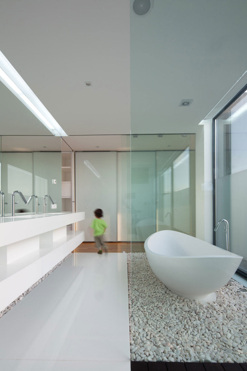 Fábio Coentrão House by António Fernandez Architects (10)