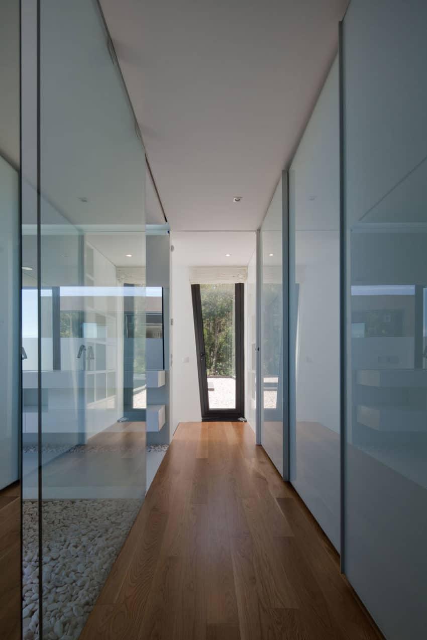 Fábio Coentrão House by António Fernandez Architects (11)