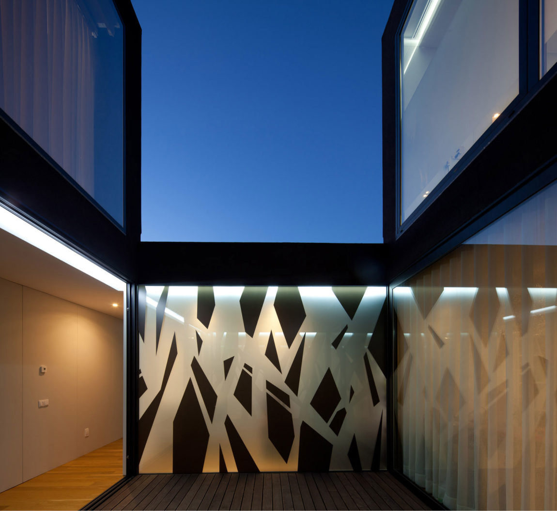 Fábio Coentrão House by António Fernandez Architects (17)