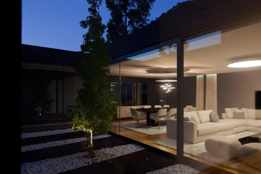 Fábio Coentrão House by António Fernandez Architects (19)