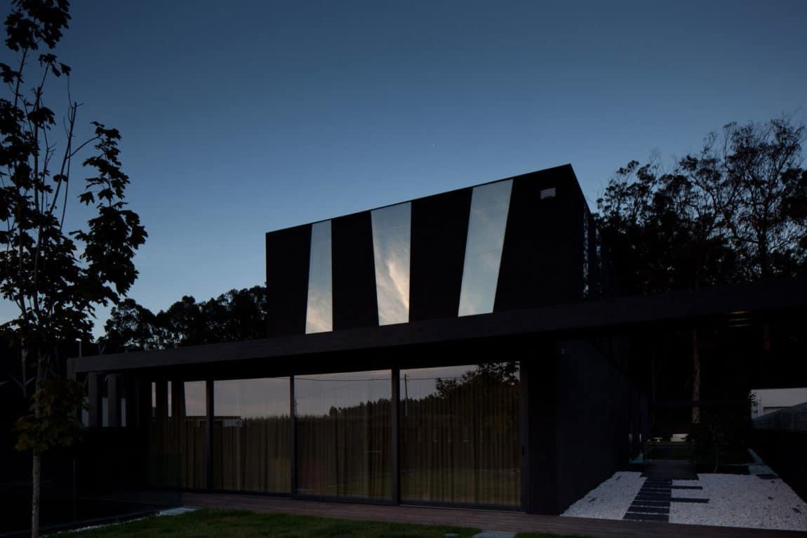 Fábio Coentrão House by António Fernandez Architects (23)