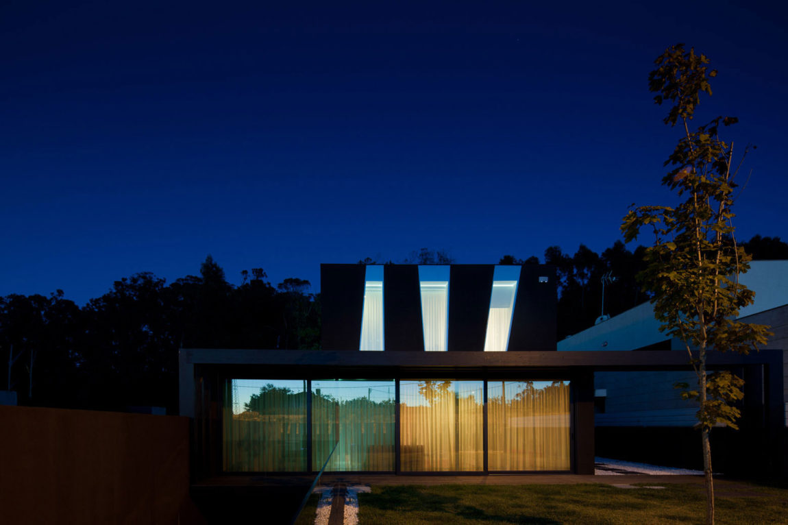 Fábio Coentrão House by António Fernandez Architects (24)