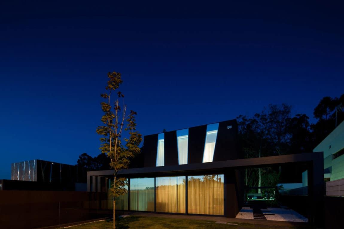Fábio Coentrão House by António Fernandez Architects (25)