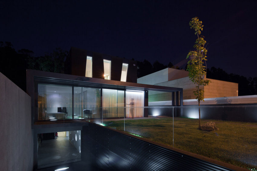 Fábio Coentrão House by António Fernandez Architects (26)