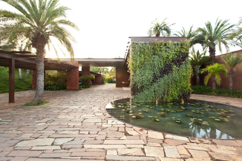 Nova Lima House by Saraiva + Associados (1)