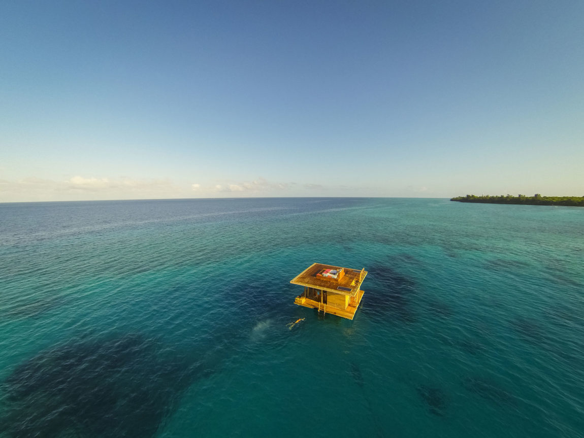 The Manta Underwater Room by Genberg Underwater Hotels (2)