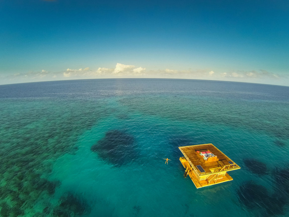 The Manta Underwater Room by Genberg Underwater Hotels (3)