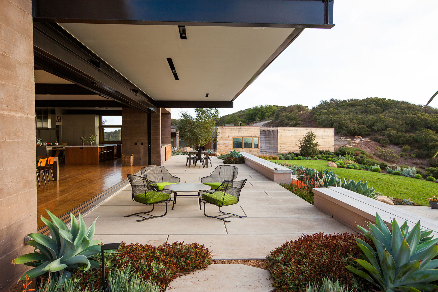 Toro canyon house by bestor architecture for Canyon house