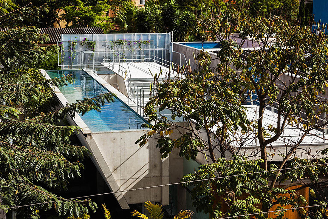 Weekend House in Downtown São Paulo by SPBR (38)