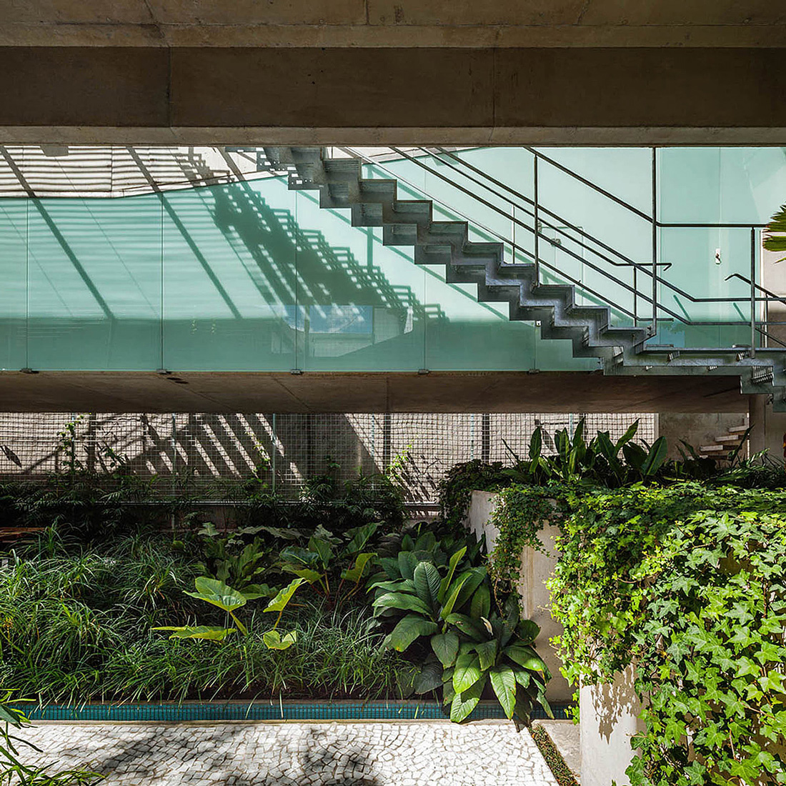 Weekend House in Downtown São Paulo by SPBR (30)