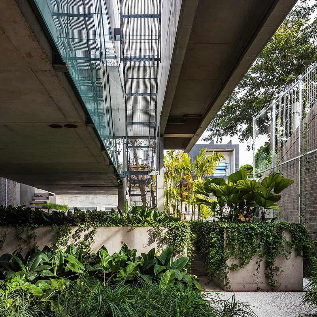 Weekend House in Downtown São Paulo by SPBR (25)