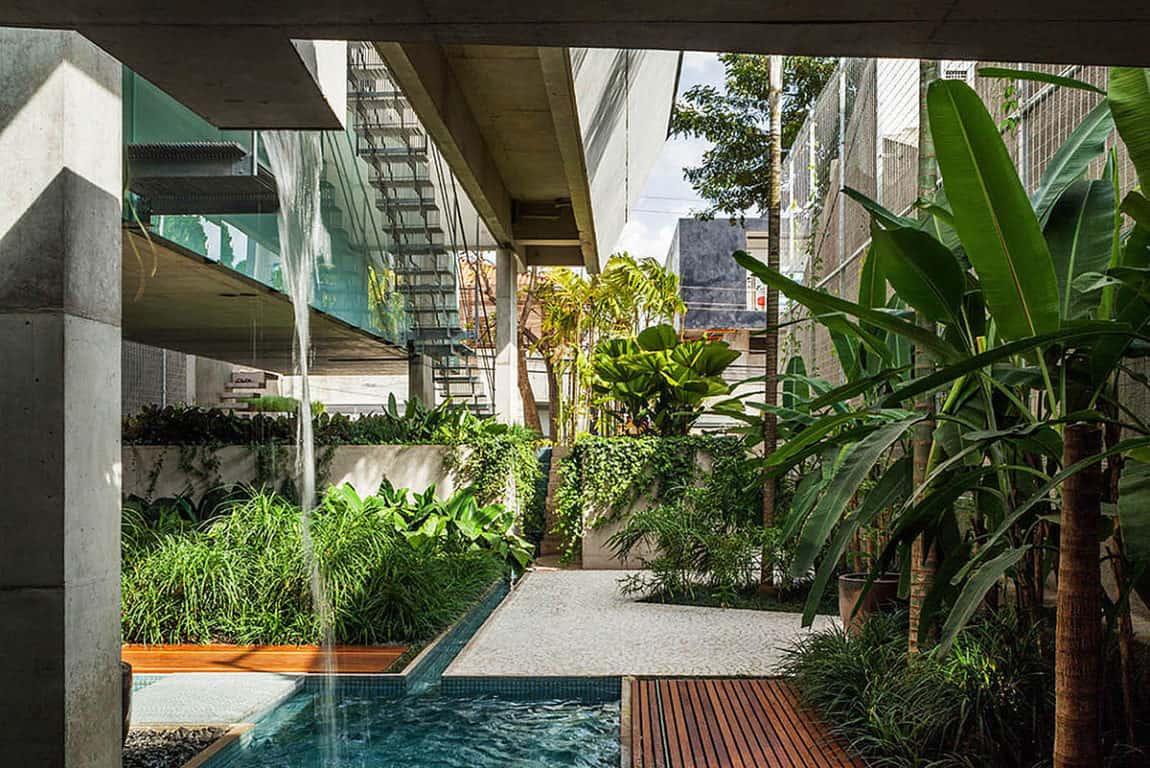 Weekend House in Downtown São Paulo by SPBR (26)