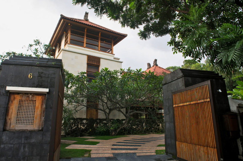 A Bungalow in Teak and Stone (1)