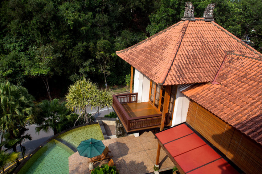 A Bungalow in Teak and Stone (2)