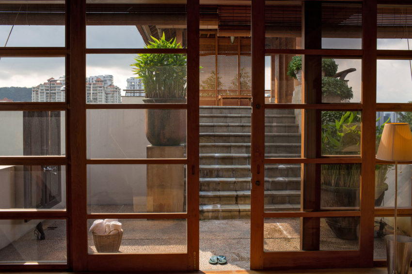 A Bungalow in Teak and Stone (4)