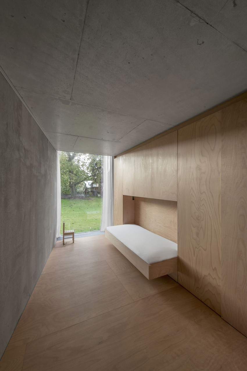 Chameleon House by Petr Hajek Architekti (4)
