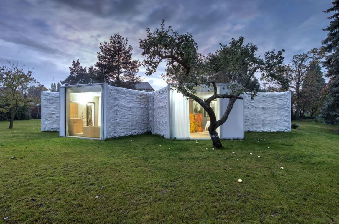 Chameleon House by Petr Hajek Architekti (8)