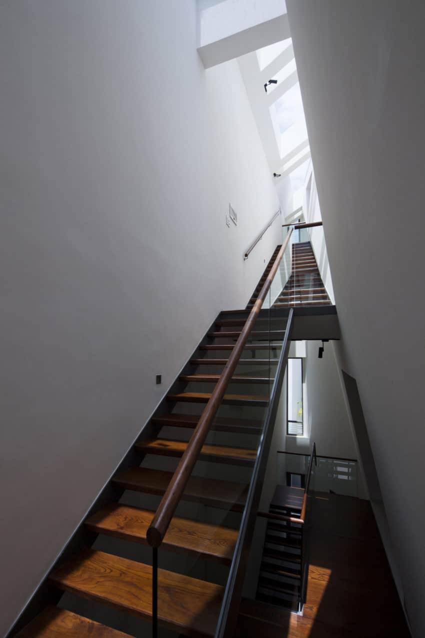 Folding Wall House by NHA DAN ARCHITECT (4)