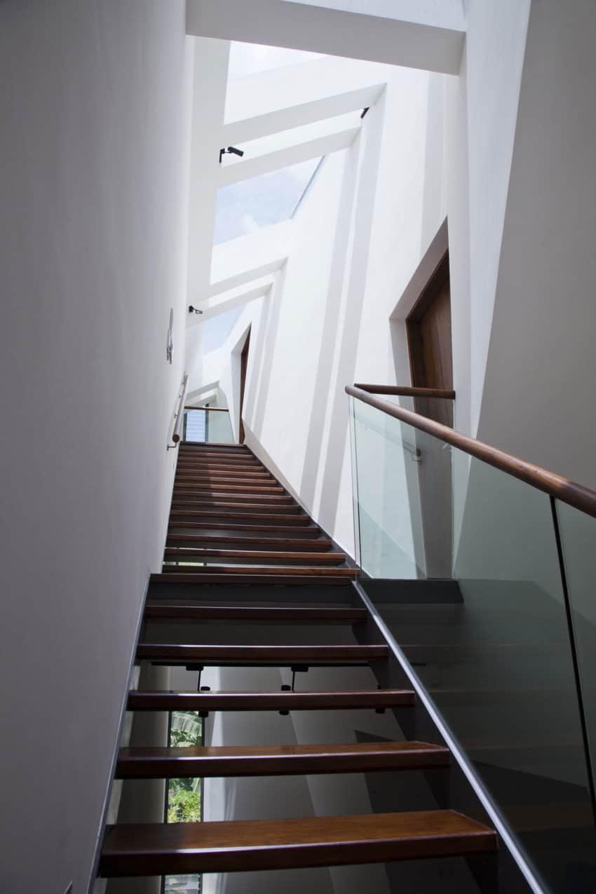 Folding Wall House by NHA DAN ARCHITECT (5)