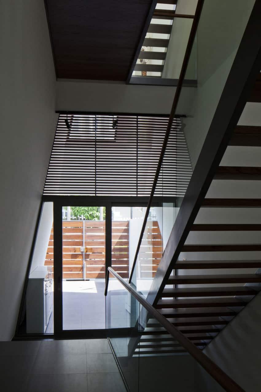 Folding Wall House by NHA DAN ARCHITECT (10)