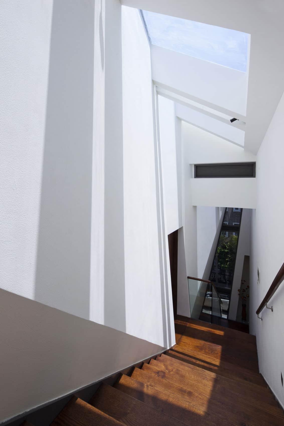Folding Wall House by NHA DAN ARCHITECT (11)
