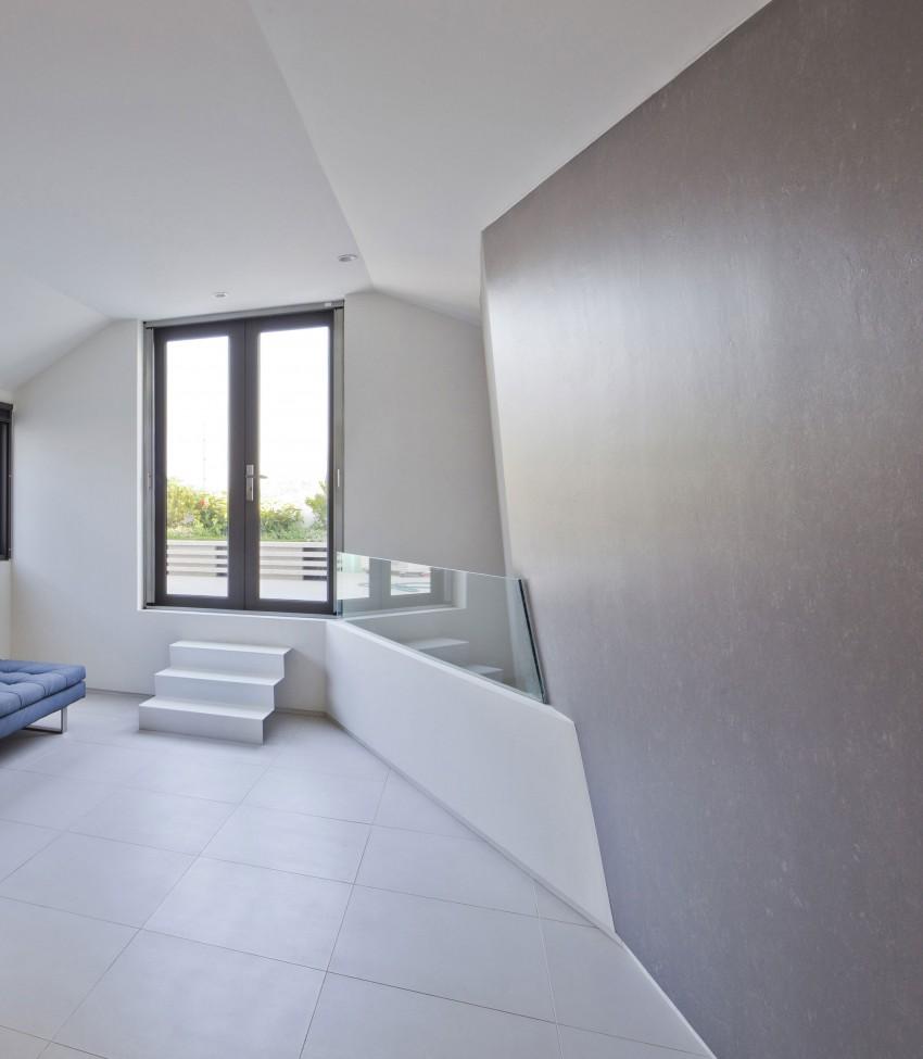Folding Wall House by NHA DAN ARCHITECT (12)