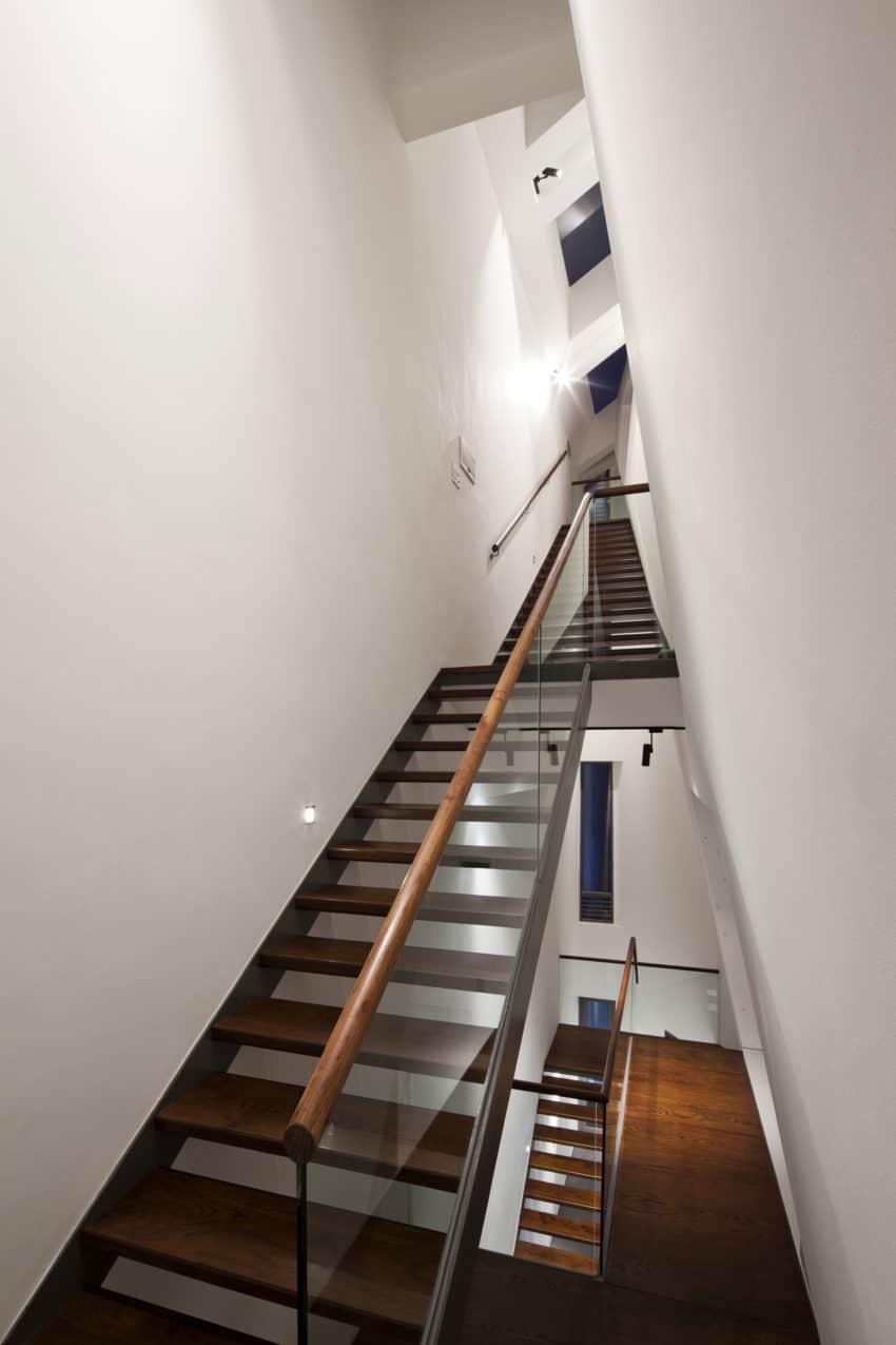 Folding Wall House by NHA DAN ARCHITECT (18)