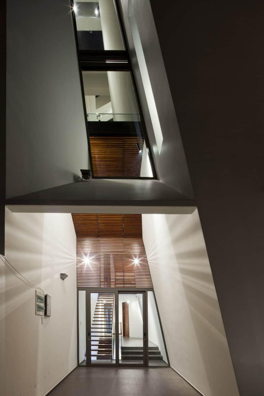 Folding Wall House by NHA DAN ARCHITECT (19)