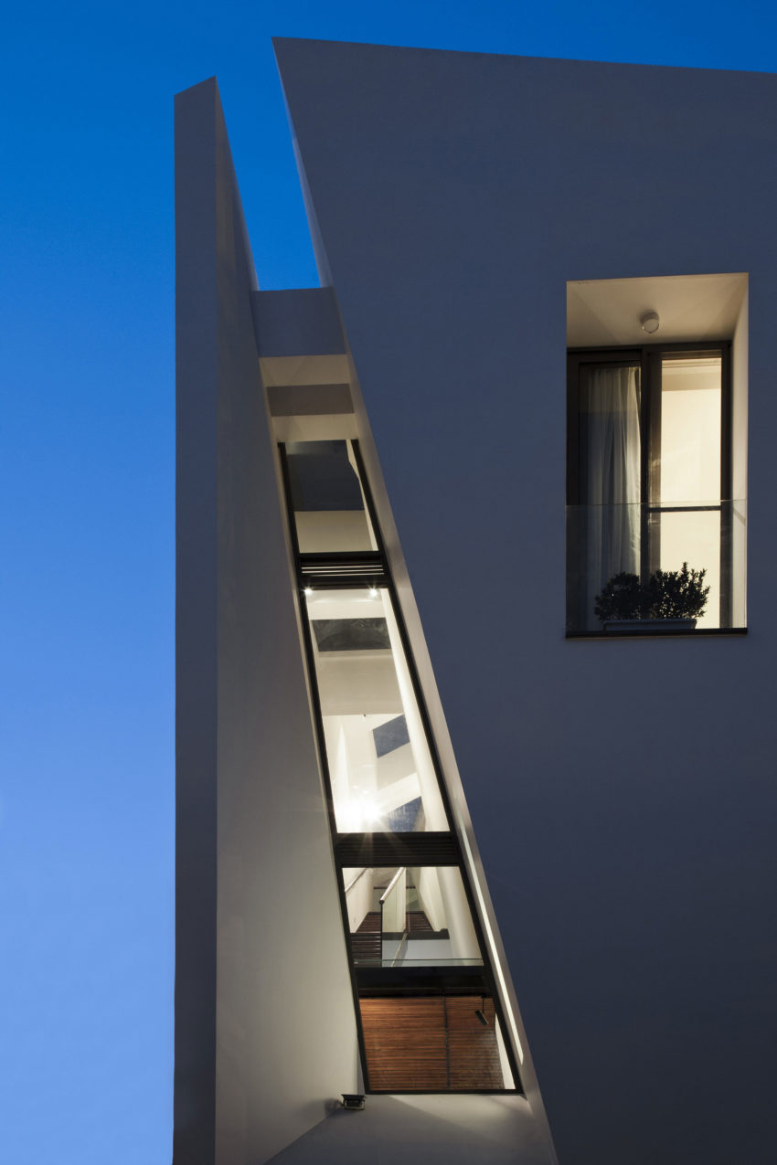 Folding Wall House by NHA DAN ARCHITECT (22)