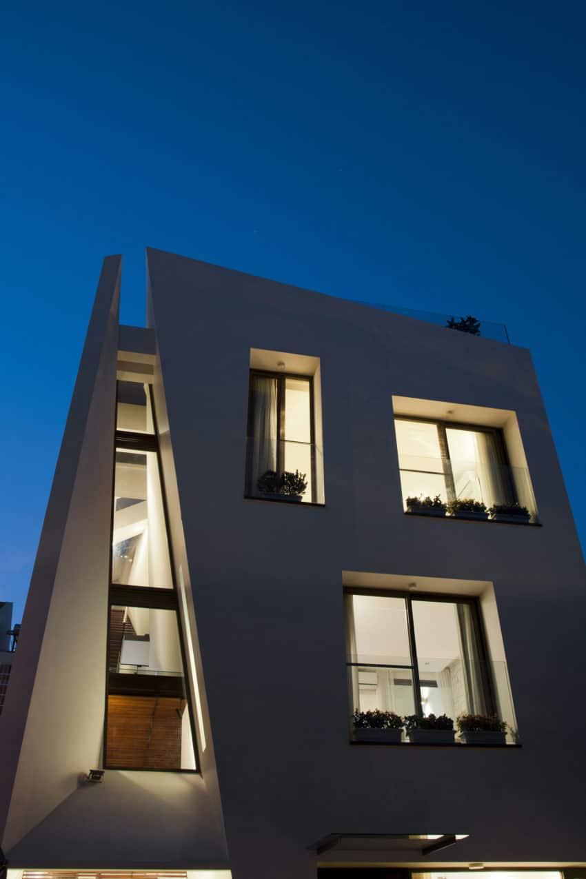 Folding Wall House by NHA DAN ARCHITECT (23)
