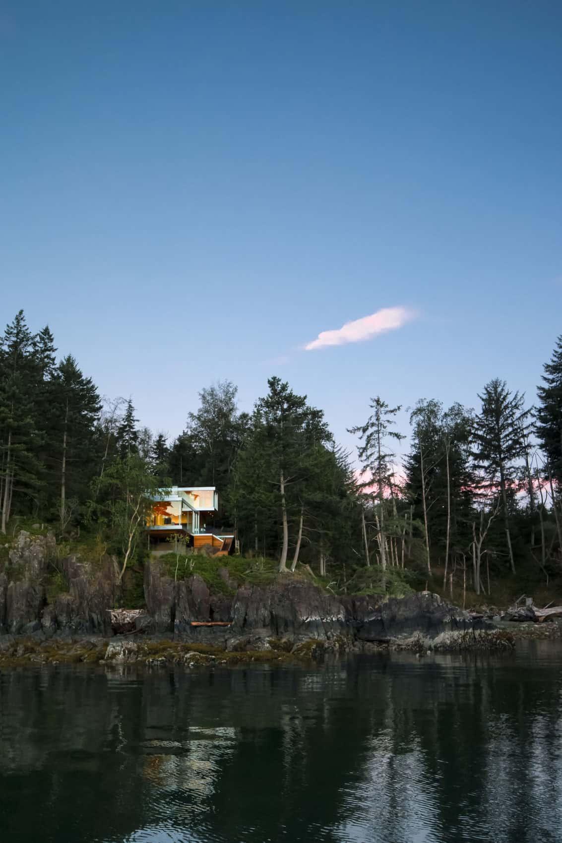 Gambier Island House by Mcfarlane Biggar Architects (1)