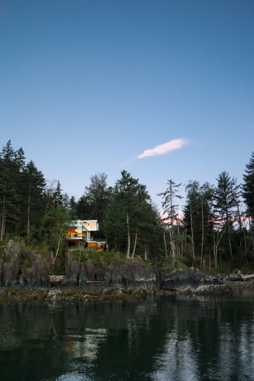 Gambier Island House by Mcfarlane Biggar Architects (1)