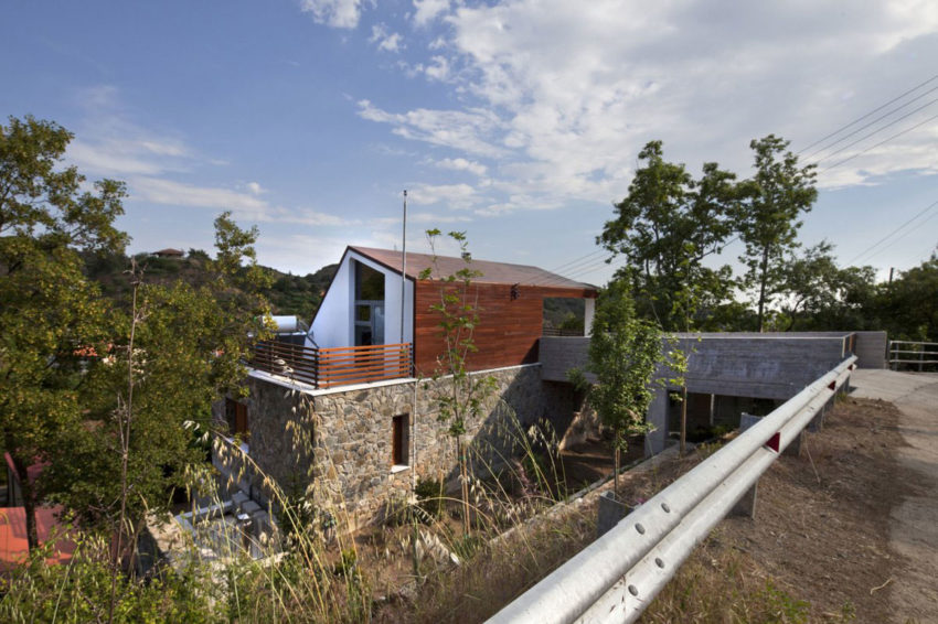 House with a Wooden Skin by VARDAstudio (1)
