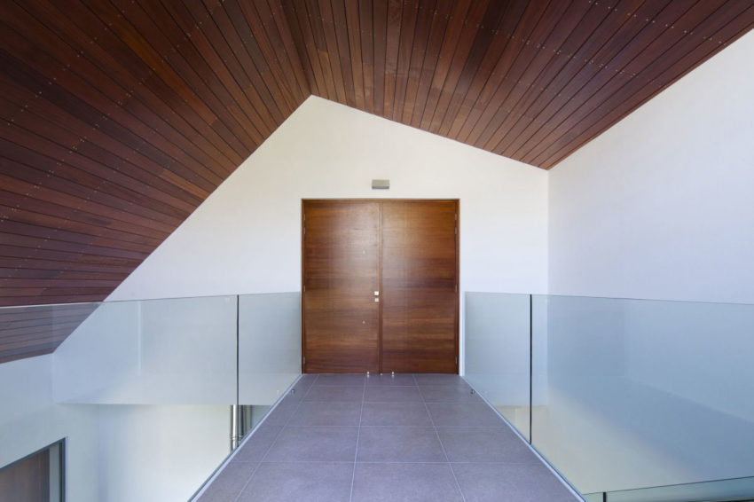 House with a Wooden Skin by VARDAstudio (6)
