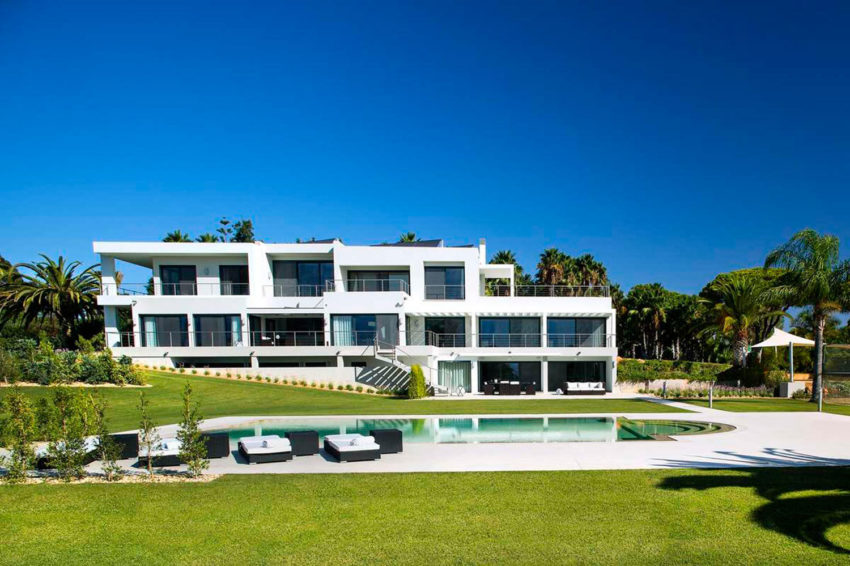 Modern Algarve Villa by Staffan Tollgard Design Group (1)