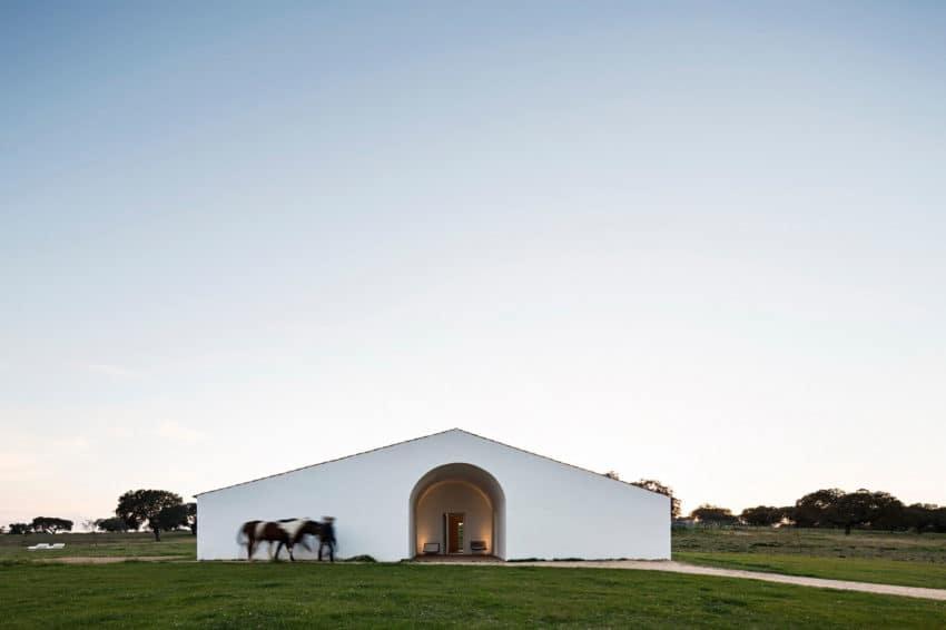 Casa No Tempo by AIRES MATEUS & ASSOCIADOS (2)