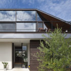 House with a Large Hipped Roof by Naoi Architecture (3)
