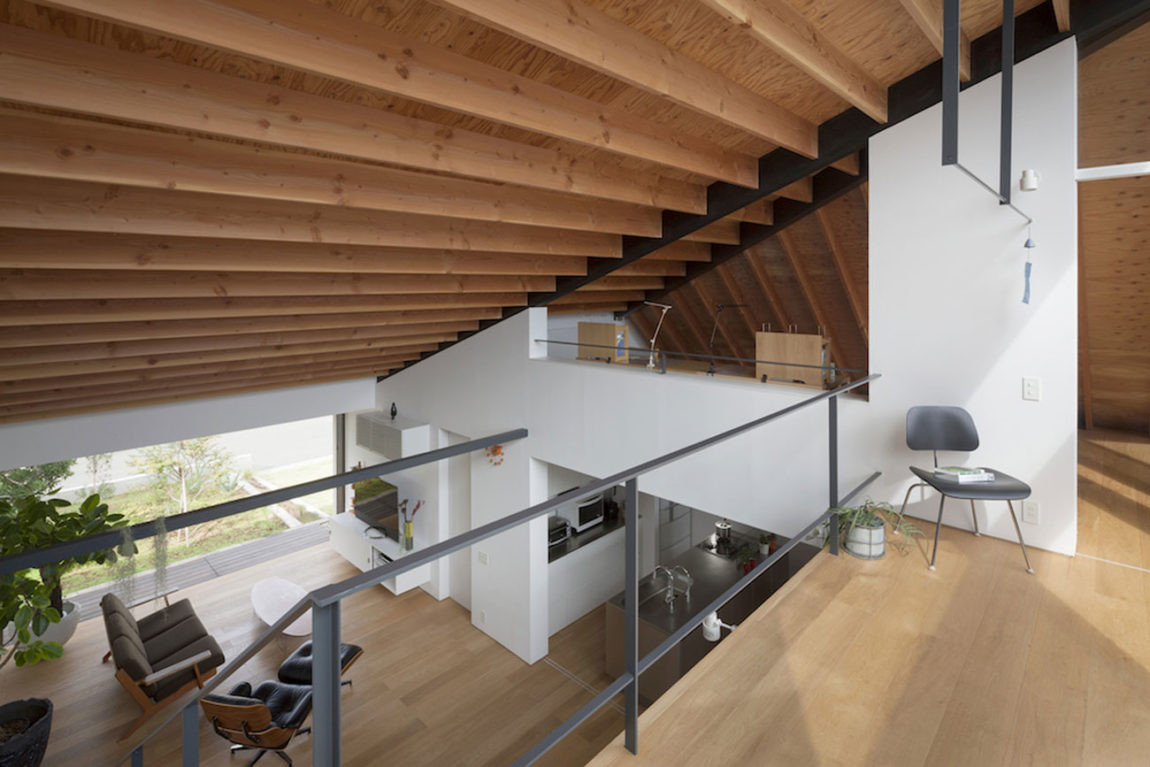 House with a Large Hipped Roof by Naoi Architecture (4)