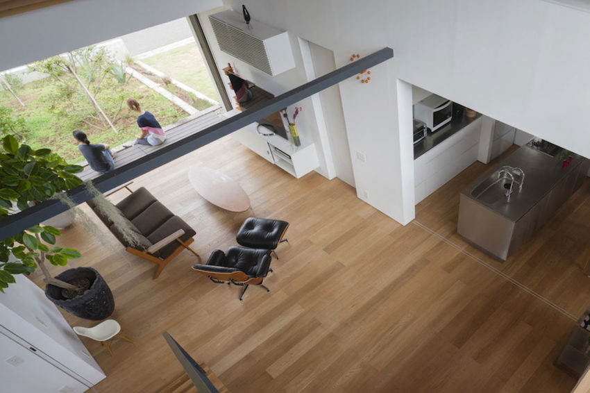 House with a Large Hipped Roof by Naoi Architecture (5)