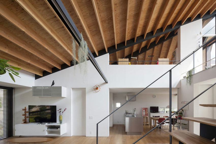 House with a Large Hipped Roof by Naoi Architecture (8)