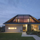 House with a Large Hipped Roof by Naoi Architecture (14)
