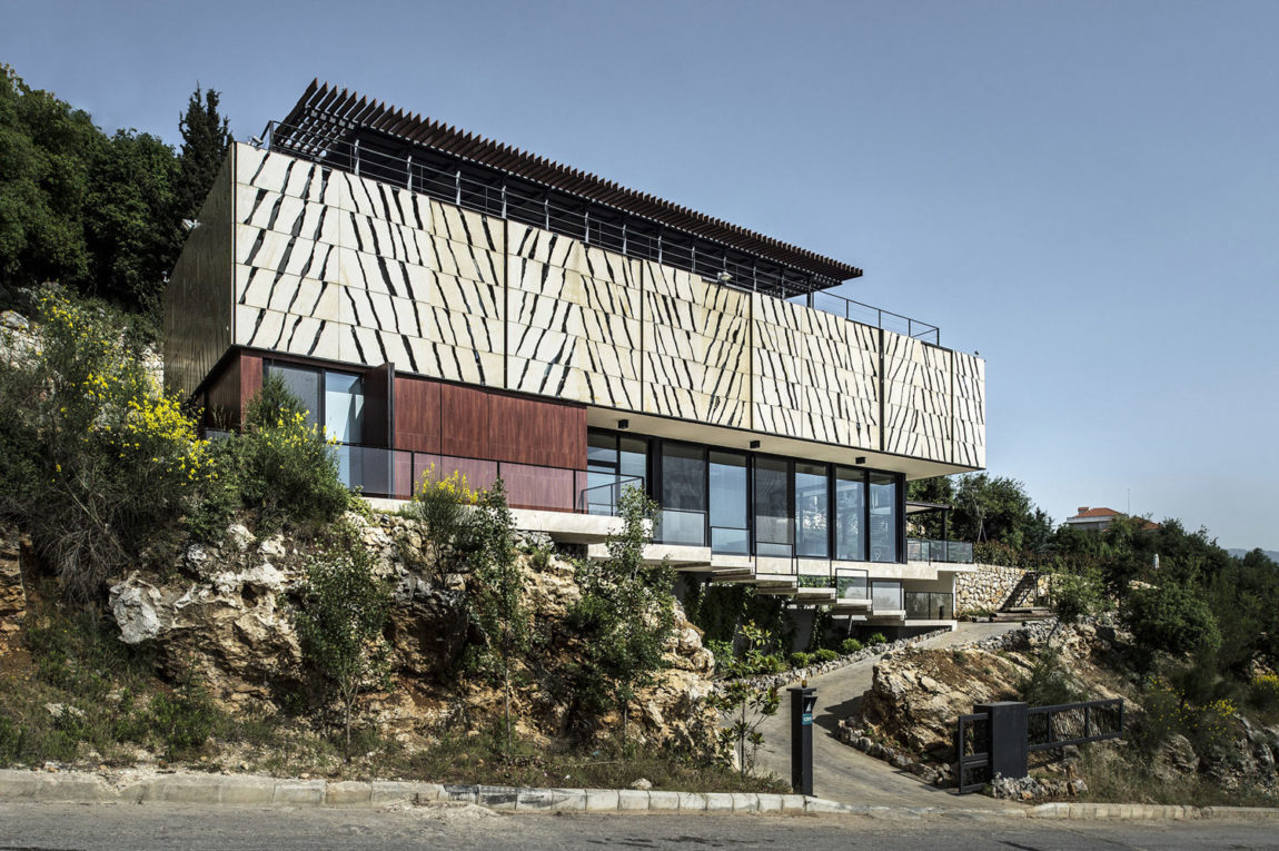 Tahan Villa by BLANKPAGE Architects (8)