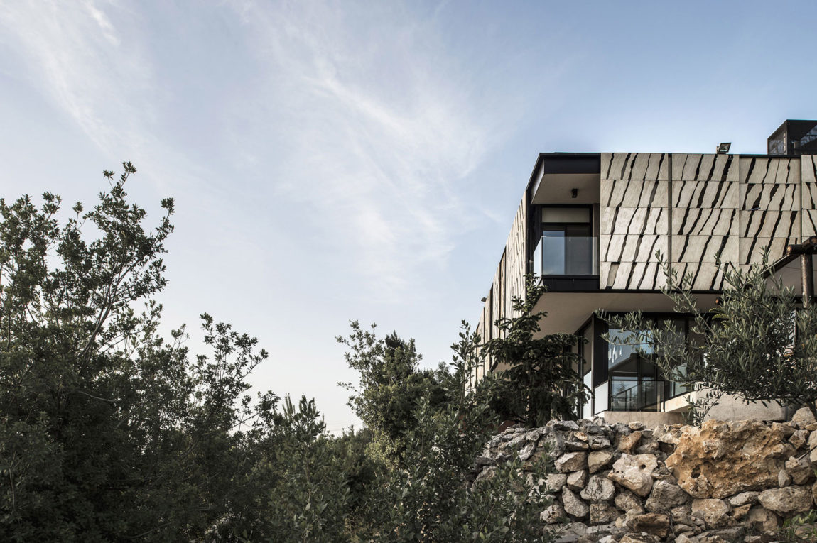Tahan Villa by BLANKPAGE Architects (11)