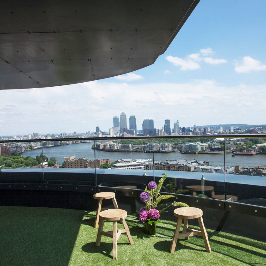 21 Wapping Lane Penthouse by Amos and Amos (1)